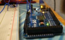 Микроконтроллерная плата Arduino