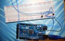 Микроконтроллерная плата Arduino и сенсор DS18B20
